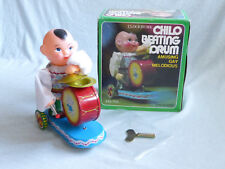 Red China MS 765 Chilo Beating Drum Figur Blech Spielzeug Tin Toy 70er Jahre Ovp