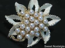 Hermosa Vintage 50/60'S firmado Cluster Hoja De Esmalte pintado a fría de Perlas de Imitación Broche