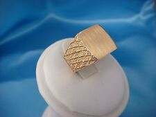 14K YELLOW GOLD MEN'S SQUARE SIGNET RING WITH CHEVRON SIDES, 6 GRAMS, SIZE 9.75