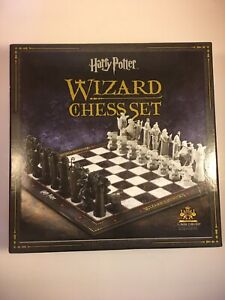 HARRY POTTER WIZARD CHESS SET - THE NOBLE COLLECTION