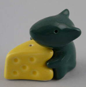 9946031 Ceramics Salt Pepper Shaker Mouse Hugging Cheese Green-Yellow H7cm