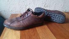 Paire de chaussures CAMPER en cuir marron patiné