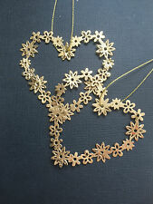 SASS & BELL  HANGING DAISY CHAIN HEART -  CHRISTMAS DECORATION FRIENDSHIP GIFT