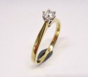 Elegant Traditional 18ct gold diamond solitaire engagement ring