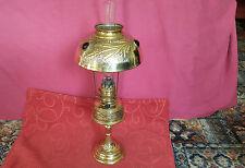 French tarde 19th Century Lámpara de aceite con pantalla de vidrio insertos faceta
