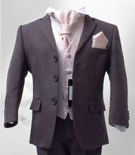 Abbigliamento e accessori rosa per il matrimonio dal Perù