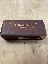 VINTAGE DR. DAVID ROBERTS VETERINARY CO. VETERINARY SYRINGE IN ORIGINAL BOX