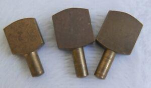 Lot de 3 taquets d'étagères anciens—Métal doré—Différentes dimensions