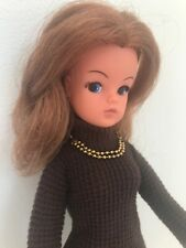 VINTAGE AUBURN SINDY DOLL - 2 GEN 1077 - 033055X WEARING 1965 COFFEE PARTY DRESS