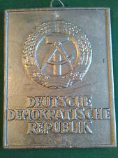 Grenzschild Hoheitszeichen Ehrenkranz DDR Repro aus Wachs