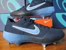 Scarpe e scarpe chiodate da baseball