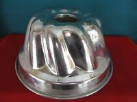 """Vintage ROWOCO 8"""" Inch Tin Baking Bundt Pan Mold for Cakes Made in Portugal"""