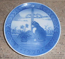"Royal Copenhagen 1970 Collector Plate: Christmas Rose + Cat, 7.25"" Wide"