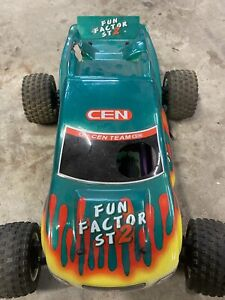 Vintage Cen Fun Factor st2 roller suit parts or repair nitro 1/10 RC