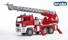 Bruder 02771 MAN Feuerwehr mit Drehleiter, Licht und Sound, ab 3 Jahren