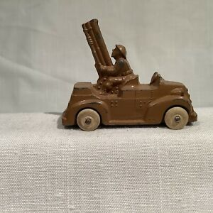 BARCLAY ARMY TRUCK W/ 3 SECTIONED GUN IN BACK, Excellent, CIRCA 1930's or so