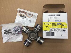 GM OEM Rear Axle-Universal Joint U-Joint 88964413
