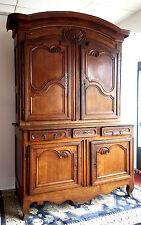 Joli buffet Charolais a double corps époque Louis XV en bois naturel