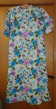 Woman's sz M - Blue Floral BATHROBE - Barbara Lee - Textured, slippery polyester