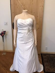 David's Bridal Wedding dress plus size 18 Soft White New With Tags