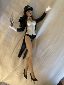 DC Collectibles DC Cover Girls ZATANNA Statue Low Number!!!