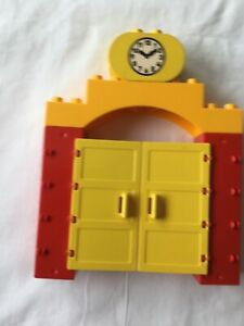 Lego Duplo Archway with opening doors and clock