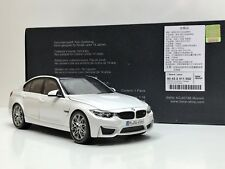 1:18 BMW M3 F80 Competition 2016 color Blanco Mineral Techo Negro Carbono Norev