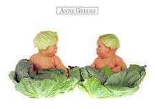Carte Postale - Anne - GEDDES - BéBé sur feuilles de choux