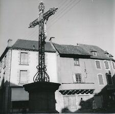 ENTRAIGUES c. 1960 -  Calvaire Place A. Castanie Commerces Aveyron - Div 12396