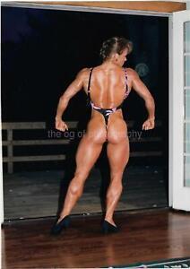 MUSCLE WOMAN 80's 90's FOUND PHOTO Color FEMALE BODYBUILDER Original EN 18 25 V