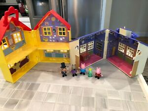Peppa Pig School House , Yellow House Playset With 5 Figures~Jazwares