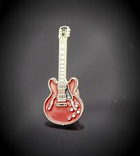 Gibson ES 335  Style Guitar  Pin Badge