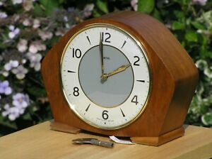 Mantel Clock Smiths 8 Day Floating Balance & Key Wind Striking Retro Mantle GWO