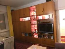 Wohnzimmerschrankwand, gut erhalten mit beleuchtbarer Glasvitrine