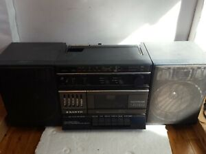 Classic 1980s SANYO Model M9718 Stereo BOOMBOX AM/FM + CASSETTE Works Good