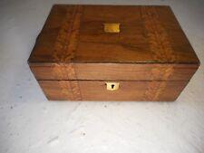 Antigua caja de nogal con incrustaciones, bandas de tipo Tunbridge Ware