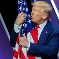 PRESIDENT DONALD TRUMP HUGS & KISSES FLAG WHITE HOUSE 8X10 PHOTO PICTURE POSTER