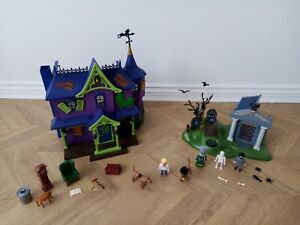 Playmobile Scooby Doo Mystery Mansion 70361 & Adventure Cemetary 70362