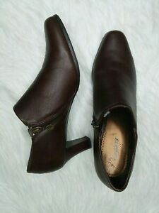 Trotters Jolie Ankle Boots Booties Brown Sz 9.5 Leather Rubber Sole Side Zip