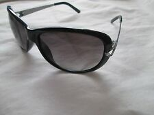 Guess black / silver sunglasses. GU7072.