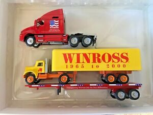 Winross LQR 1/64th Scale 2001 Die-cast T2000 Kenworth Truck w Flatbed Loaded