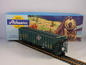 Vintage Athearn HO Chicago North Western Three Bay Covered Hopper # CNW 181772