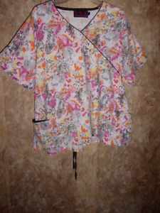 Beverly Hills SCRUB TOP SIZE L (3 POCKETS) TIES IN BACK