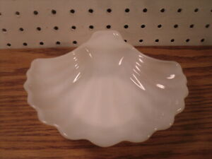 Fan Sea Shell Seashell Soapdish Soap Dish Tray Milk Glass