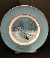 """COLLECTIBLE PLATE CHRISTMAS 1976 - AVON - THIRD EDITION """"Bringing Home The Tree"""