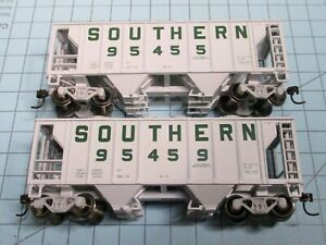 HO scale covered hoppers, (2), Walthers, Southern Railway