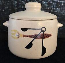 Vintage West Bend Glazed Ceramic Bean Pot 2 1/4 Qt W/Lid. No Cracks Or Chips