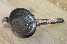 Ancienne petite passoire rouge - Art populaire - collection ustensile cuisine