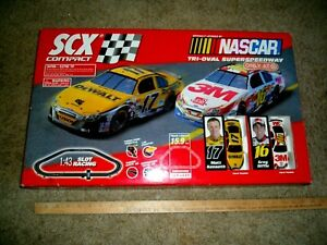 SCX Compact NASCAR Tri-Oval Superspeedway Slot Car Race Track 3M/DEWALT Cars