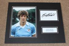 Tommy cabina Manchester City Hombre mano firmado exhibición de Montaje de Foto Autógrafo Certificado De Autenticidad
